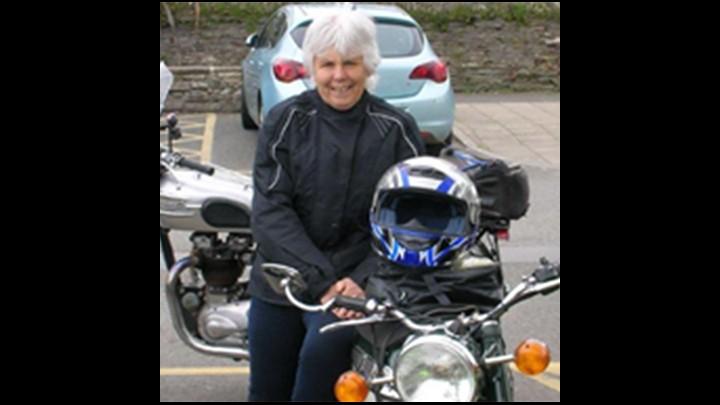 Reviewing Biker Babe Linda Loves A Norton!